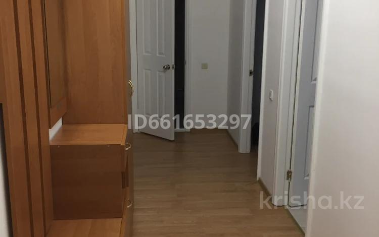 2-комнатная квартира, 85 м², 3/9 этаж помесячно, Сатпаева 50Б за 150 000 〒 в Атырау