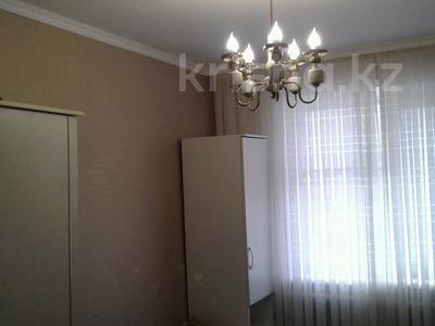 3-комнатная квартира, 64 м², 8/10 этаж, Мкр Гульдер -1 2 за 16.2 млн 〒 в Караганде, Казыбек би р-н — фото 2