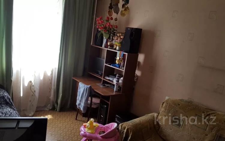 4-комнатная квартира, 90 м², 8/9 этаж, мкр Аксай-5 18 за 30 млн 〒 в Алматы, Ауэзовский р-н