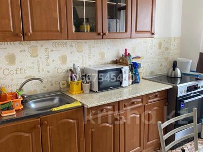 2-комнатная квартира, 54 м², 8/10 этаж, Муканова 80 за 16 млн 〒 в Караганде, Казыбек би р-н