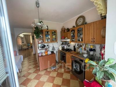 2-комнатная квартира, 80 м², 3/5 этаж, Каирбекова — проспект Жибек Жолы за 43.5 млн 〒 в Алматы, Медеуский р-н