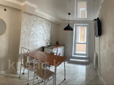 2-комнатная квартира, 60 м², 2/9 этаж посуточно, проспект Абая 71 за 17 000 〒 в Уральске