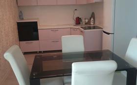 2-комнатная квартира, 70 м² посуточно, 11 мкр 112 в за 8 000 〒 в Актобе, мкр 11