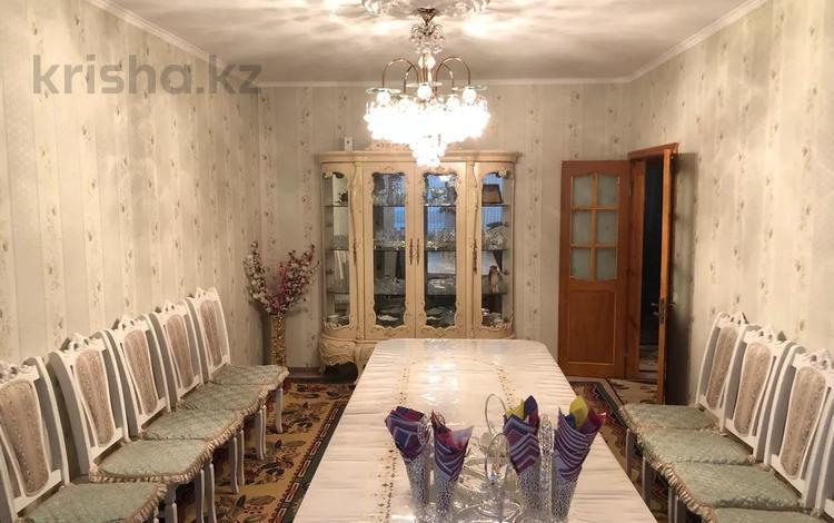3-комнатная квартира, 63 м², 1/5 этаж, 9 мкр 50 за 14 млн 〒 в Таразе