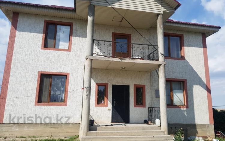 7-комнатный дом, 200 м², 8 сот., Болашак 3 за 30 млн 〒 в
