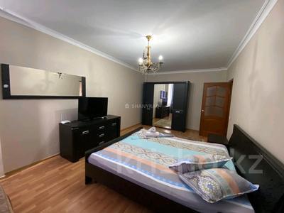 1-комнатная квартира, 50 м², 3/9 этаж посуточно, Сатпаева 2В за 9 000 〒 в Атырау — фото 6