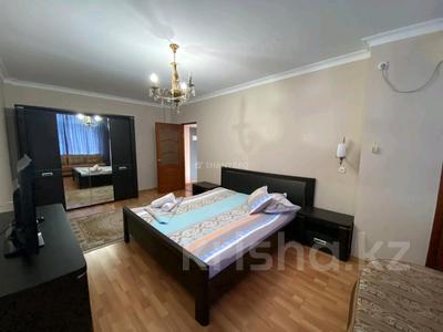 1-комнатная квартира, 50 м², 3/9 этаж посуточно, Сатпаева 2В за 9 000 〒 в Атырау — фото 4