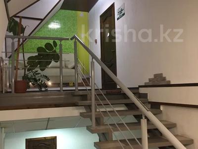 Здание, Казахстан 87/4 площадью 414 м² за 2 000 〒 в Усть-Каменогорске — фото 5