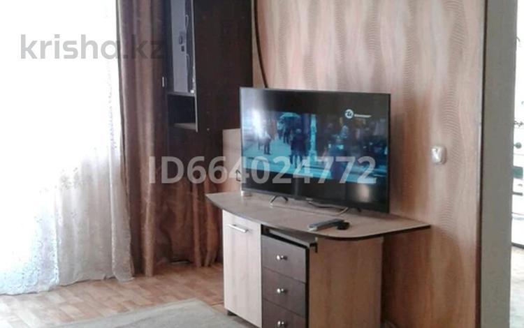 1-комнатная квартира, 32 м², 2/5 этаж посуточно, улица Ермекова 21 за 4 500 〒 в Караганде