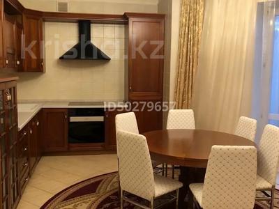 4-комнатная квартира, 250 м², 2/3 этаж помесячно, Микрорайон Акбулак-2 за 700 000 〒 в Нур-Султане (Астана), Алматы р-н — фото 8