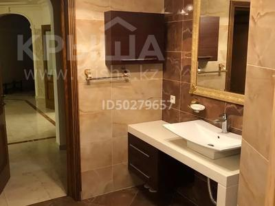 4-комнатная квартира, 250 м², 2/3 этаж помесячно, Микрорайон Акбулак-2 за 700 000 〒 в Нур-Султане (Астана), Алматы р-н — фото 10