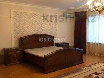 4-комнатная квартира, 250 м², 2/3 этаж помесячно, Микрорайон Акбулак-2 за 700 000 〒 в Нур-Султане (Астана), Алматы р-н — фото 11