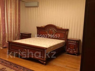 4-комнатная квартира, 250 м², 2/3 этаж помесячно, Микрорайон Акбулак-2 за 700 000 〒 в Нур-Султане (Астана), Алматы р-н — фото 12