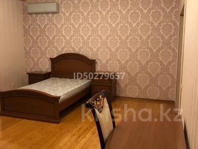 4-комнатная квартира, 250 м², 2/3 этаж помесячно, Микрорайон Акбулак-2 за 700 000 〒 в Нур-Султане (Астана), Алматы р-н — фото 13