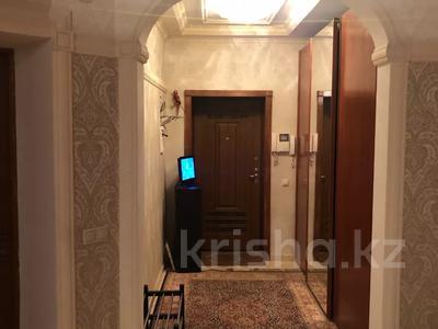 4-комнатная квартира, 250 м², 2/3 этаж помесячно, Микрорайон Акбулак-2 за 700 000 〒 в Нур-Султане (Астана), Алматы р-н