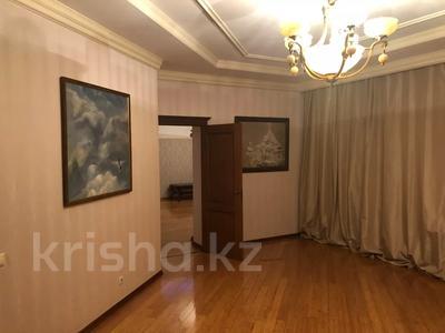 4-комнатная квартира, 250 м², 2/3 этаж помесячно, Микрорайон Акбулак-2 за 700 000 〒 в Нур-Султане (Астана), Алматы р-н — фото 3