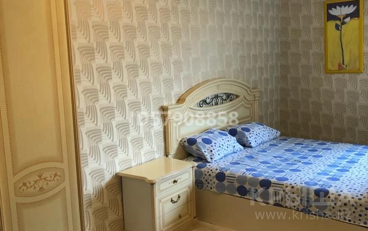 1-комнатная квартира, 40 м², 3/5 этаж помесячно, Сатпаева 5А за 120 000 〒 в Атырау