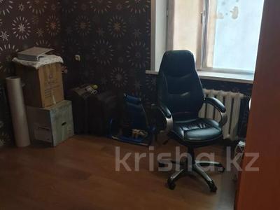 3-комнатная квартира, 62 м², 1/5 этаж, Рыскулова 9 за 12.3 млн 〒 в Караганде, Казыбек би р-н — фото 4