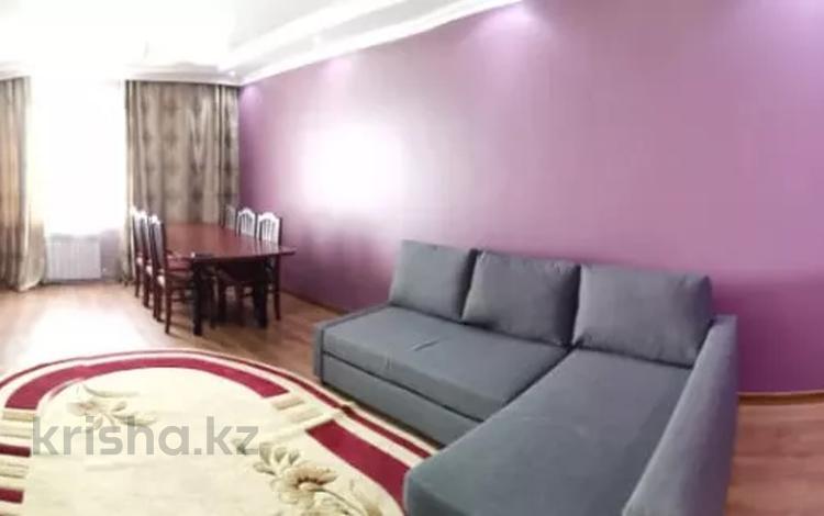 3-комнатная квартира, 100 м², 9/10 этаж помесячно, Кулманова 154а за 250 000 〒 в Атырау