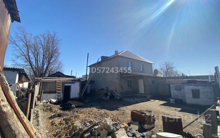 7-комнатный дом, 300 м², Садовая 299 за 39 млн 〒 в Павлодаре