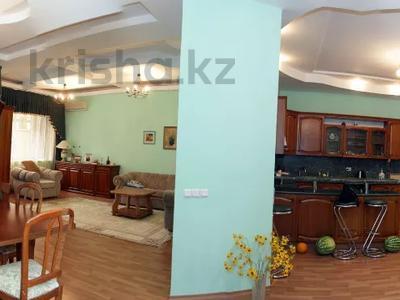 5-комнатный дом, 500 м², 1 сот., мкр Самал-3 за 352.5 млн 〒 в Алматы, Медеуский р-н