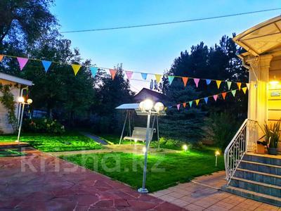 4-комнатный дом помесячно, 250 м², 12 сот., Арычная улица 24 за 750 000 〒 в Алматы, Ауэзовский р-н — фото 7