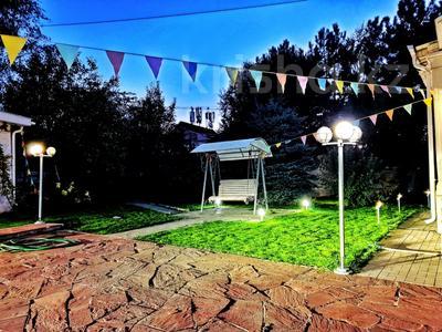 4-комнатный дом помесячно, 250 м², 12 сот., Арычная улица 24 за 750 000 〒 в Алматы, Ауэзовский р-н — фото 8