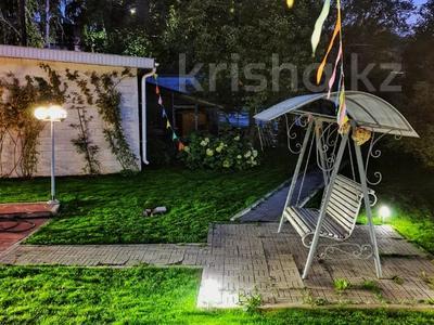 4-комнатный дом помесячно, 250 м², 12 сот., Арычная улица 24 за 750 000 〒 в Алматы, Ауэзовский р-н — фото 9