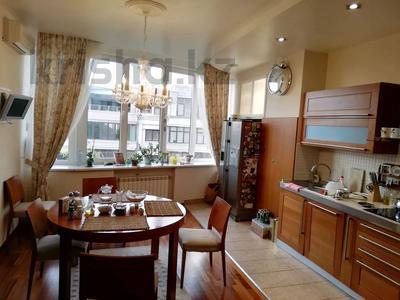 5-комнатная квартира, 250 м² помесячно, Ходжанова 5 — проспект Аль-Фараби за 800 000 〒 в Алматы, Бостандыкский р-н