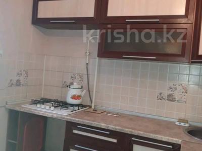 1-комнатная квартира, 36 м², 4/9 этаж посуточно, Микрорайон 100 за 6 000 〒 в Актобе, мкр 11 — фото 3