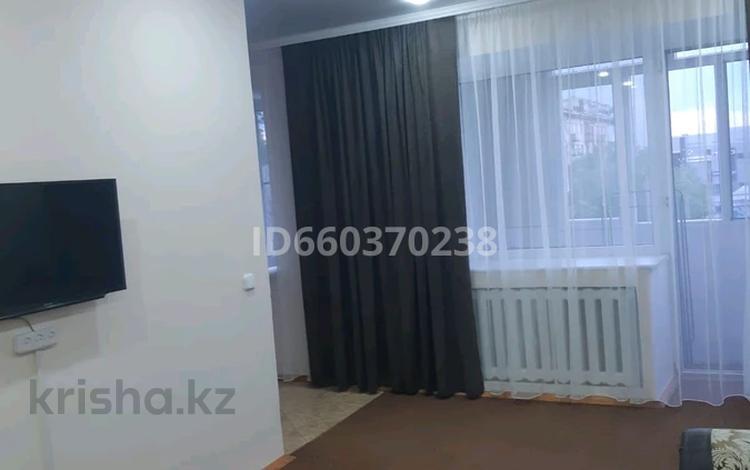 2-комнатная квартира, 55 м², 3/5 этаж посуточно, мкр Новый Город, Бухар жырау 52 за 9 000 〒 в Караганде, Казыбек би р-н