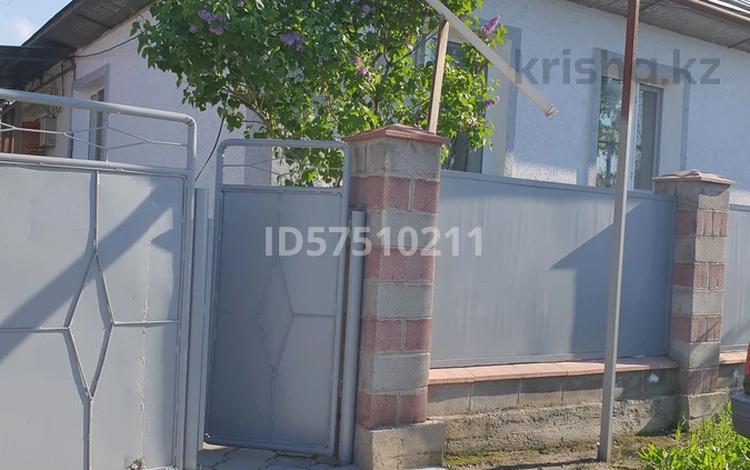 5-комнатный дом, 110 м², 8 сот., улица 8 Марта 114 за 30 млн 〒 в Карабулаке