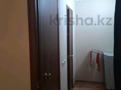 1-комнатная квартира, 41 м², 1/10 этаж посуточно, Мкр, Степной 4 13 за 5 000 〒 в Караганде, Казыбек би р-н