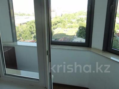 2-комнатная квартира, 100 м², 9/16 этаж помесячно, Абая 150/230 — Тургута Озала (Баумана) за 260 000 〒 в Алматы — фото 20