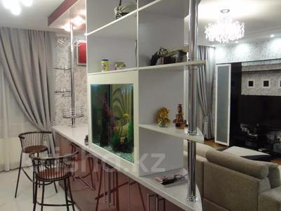 2-комнатная квартира, 100 м², 9/16 этаж помесячно, Абая 150/230 — Тургута Озала (Баумана) за 260 000 〒 в Алматы — фото 34