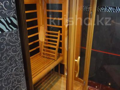 2-комнатная квартира, 100 м², 9/16 этаж помесячно, Абая 150/230 — Тургута Озала (Баумана) за 260 000 〒 в Алматы — фото 44