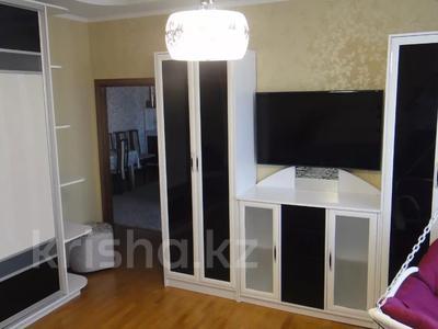 2-комнатная квартира, 100 м², 9/16 этаж помесячно, Абая 150/230 — Тургута Озала (Баумана) за 260 000 〒 в Алматы — фото 4
