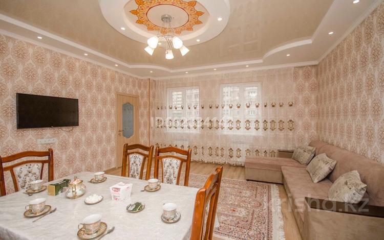 2-комнатная квартира, 80 м², 4/18 этаж посуточно, Навои 8 за 13 000 〒 в Алматы, Бостандыкский р-н
