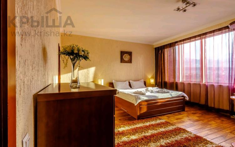 2-комнатная квартира, 100 м², 18/30 этаж посуточно, Аль-Фараби 7к5а — Козыбаева за 25 000 〒 в Алматы