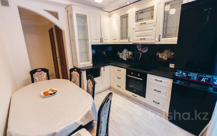 1-комнатная квартира, 35.2 м², 1/10 этаж посуточно, Валиханова 129 за 10 000 〒 в Семее