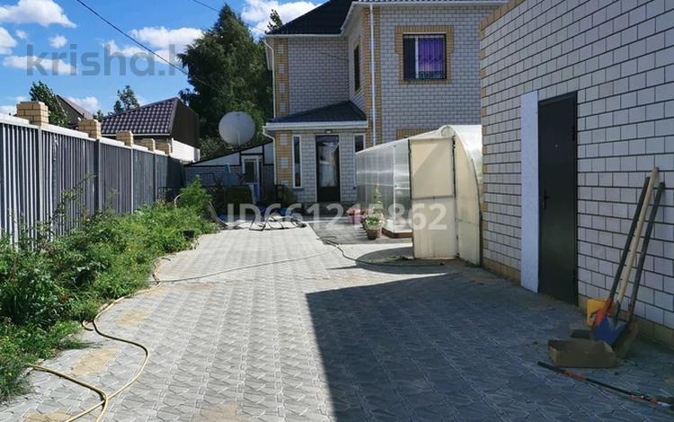 6-комнатный дом, 300 м², 8 сот., Радиозавод 11/1 за 70 млн 〒 в Павлодаре