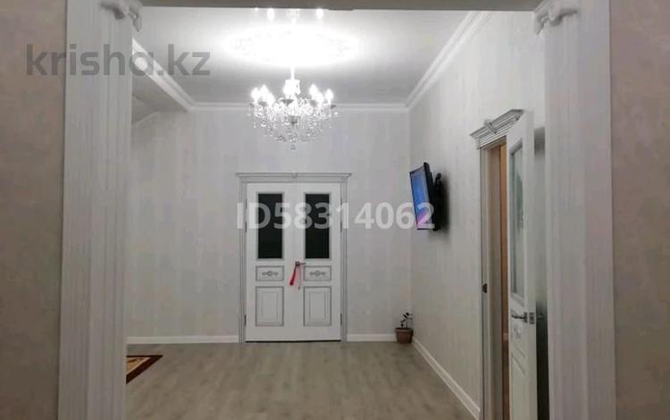4-комнатный дом, 210 м², 8 сот., Устаз 96 за 27 млн 〒 в Актобе, мкр 12