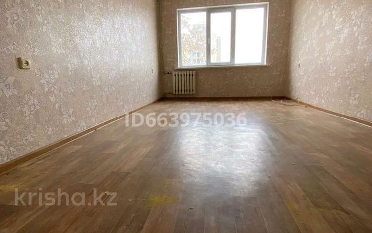 2-комнатная квартира, 60 м², 3/5 этаж, 13 мкр 202 за 15.3 млн 〒 в Шымкенте