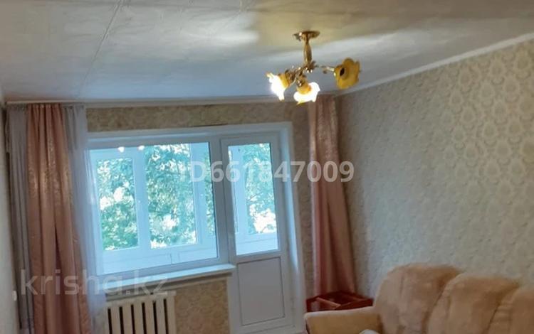 2-комнатная квартира, 45 м², 3/5 этаж, Строителей 4 за 5.2 млн 〒 в Аксу