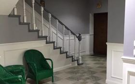 5-комнатный дом помесячно, 300 м², Кулманова за ~ 1.7 млн 〒 в Атырау