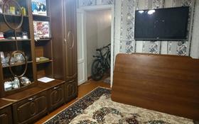 3-комнатная квартира, 52 м², 3/5 этаж, 15 микрорайон 6 за 7.3 млн 〒 в Караганде, Октябрьский р-н