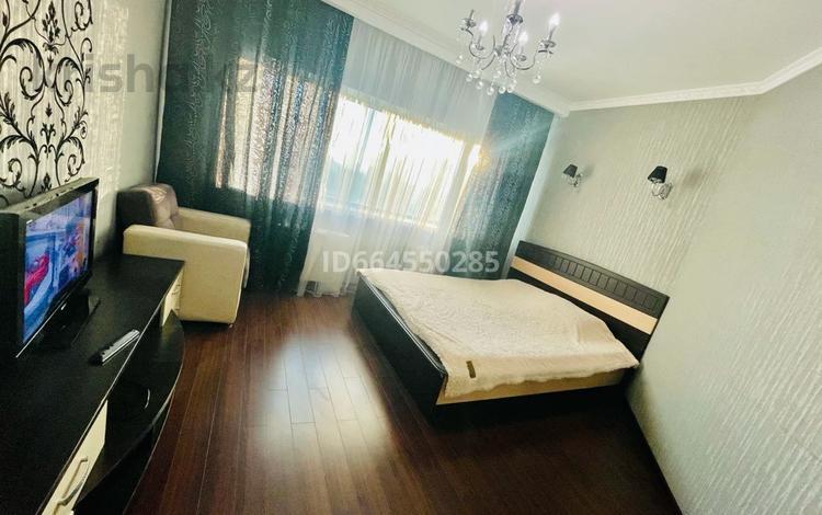 2-комнатная квартира, 65 м², 19/40 этаж посуточно, Достык 5 за 12 000 〒 в Нур-Султане (Астана), Есильский р-н