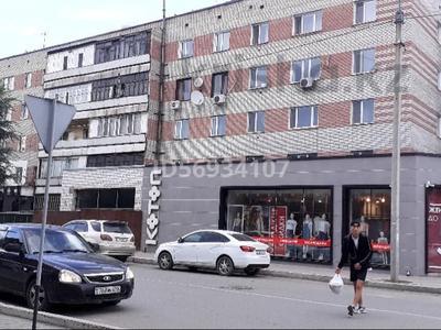 2-комнатная квартира, 50 м², 4/5 этаж посуточно, Найманбаева 128 — Момышулы за 10 000 〒 в Семее