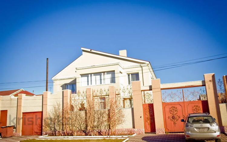 7-комнатный дом, 326 м², 12 сот., Кунгей 92 за 72 млн 〒 в Караганде, Казыбек би р-н