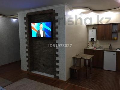 1-комнатная квартира, 36 м², 2/5 этаж посуточно, Абая 139 — Кунаева за 7 000 〒 в Таразе — фото 2